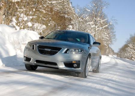 Saab 9-5 auf Schneepiste