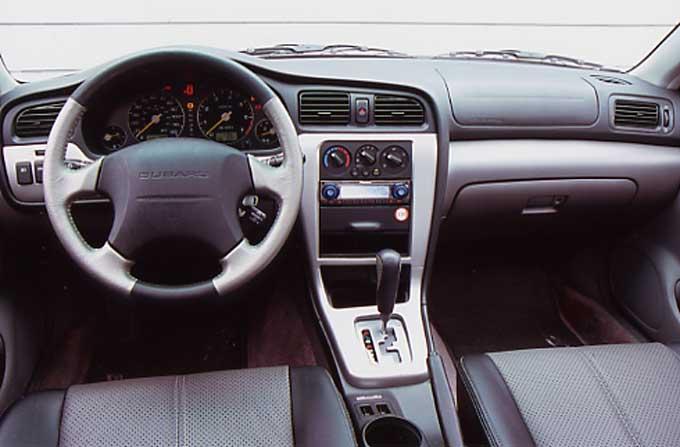 Subaru Baja Pickup Innenraum Cockpit