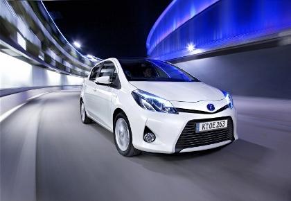 Toyota Yaris Hybrid Test: Frontpartie, Seite, vorne