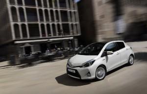 Toyota Yaris Hybrid Fahrbericht: Seite, von vorne