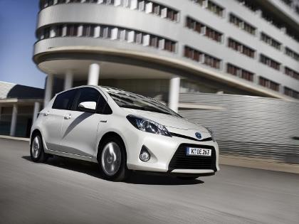 Toyota Yaris Hybrid Fahrbericht: von vorne, Seite