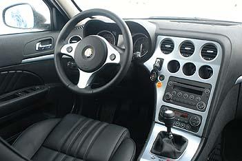 Alfa 159 Station Wagon: Cockpit, Ledersitze, Sitze, Vordersitze, Lenkrad, Mittelkonsole, Schalthebel, schwarz, silbern