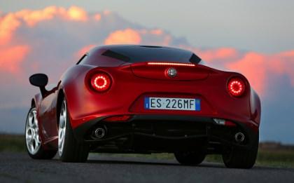 Alfa 4C Testbericht: Heck, von hinten, Rückleuchten, Heckleuchten, Auspuff, flach, Popo
