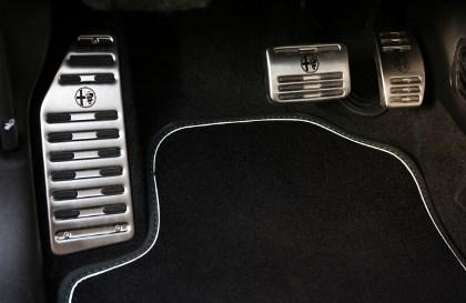 Alfa Giulietta Quattrovalvole Test: TCT, Getriebe, Pedale, Sportpedale, Teppich