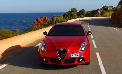 Alfa Giulietta Quattrovalvole Fahrbericht: von vorne, Vorderansicht, Frontpartie, Motorhaube, Scudetto, rot