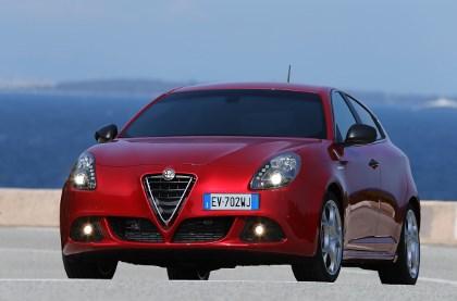 Alfa Giulietta Quattrovalvole Test: Motorhaube, Scheinwerfer, Scudetto, von vorne, Frontpartie, Front, Grill