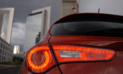 Alfa Romeo Giulietta mit Dieselmotor Testbericht: Heck, Rückleuchte, Nachtdesign, Schlaufe, Heck, LEDs, Heckleuchten, Rückleuchten