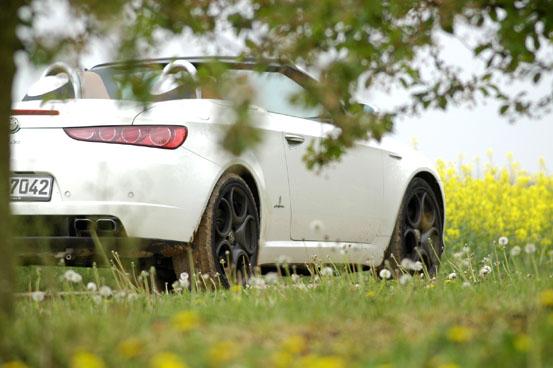 Alfa Romeo Spider Test: offen, Seitenansicht, Heck, von der Seite und hinten