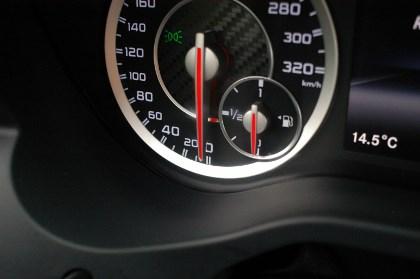 AMG Mercedes A45: Instrumente