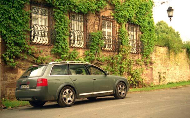 Audi A6 Allroad Quattro Kombi Testbericht: von hinten, Seite