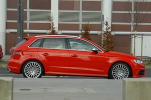 Audi S3 Sportback: Seite, Seitenasicht, rot