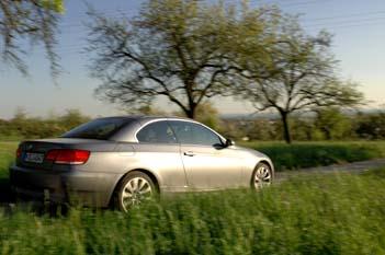 BMW 335i Cabrio Testbericht. Cabriodach geschlossen, Seitenansicht