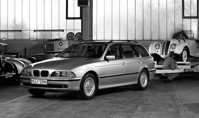 BMW 540i Touring Testbericht: von vorne, Seite, Seitenansicht