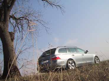 BMW 545i Kombi Fahrbericht: Seitenansicht, von der Seite, hinten