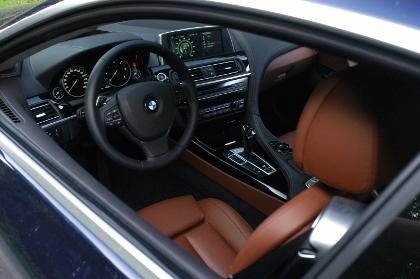 BMW 640d Coupe: Cockpit, Lenkrad, Monitor, Ledersitze, Armaturenbrett