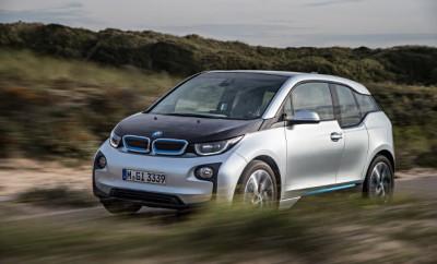 BMW i3 Fahrbericht. von der Seite, Seitenansicht, silbern-schwarz