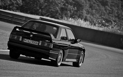 Der erste BMW M3, der E30 im Testbericht: Heckpoiler, Seitenansicht, von hinten, Heck