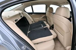 Neuer BMW 5er: hinten sitzen, klappbare Rücksitze, Rücksitzbank, erweiterter Kofferraum