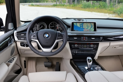 Neuer BMW X5: Cockpit, Lenkrad, Armaturebrett, Monitor