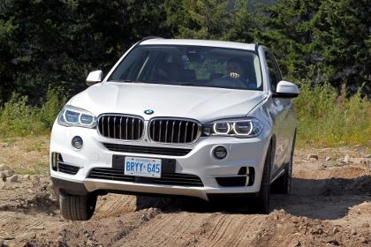 Neuer BMW X5 offroad, im Gelände, Verschränkung, Bodenfreiheit