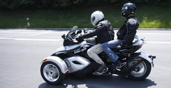 Can-am Spyder Roadster Testbericht: Soziussitz, mit Sozius / Sozia