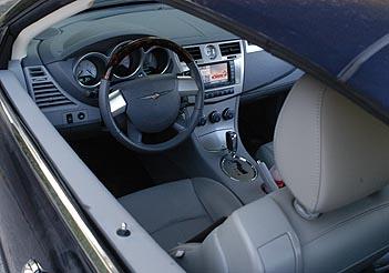 Chrysler Sebring Cabrio 2.7: Cockpit, Lenkrad, Armaturenbrett, Sitze