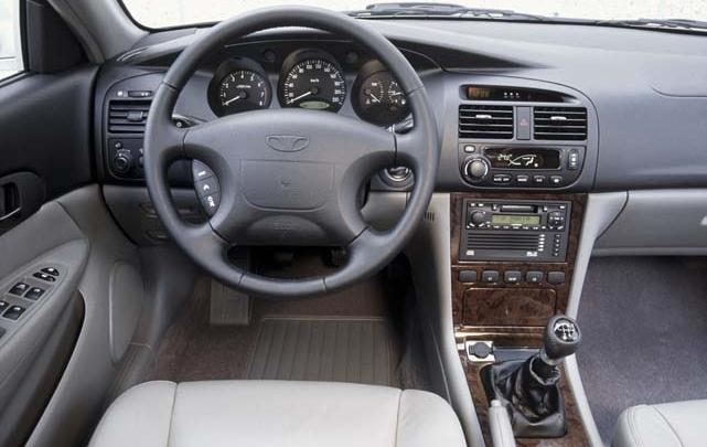 Daewoo Evanda: Cockpit, Armturenbrett, Lenkrad