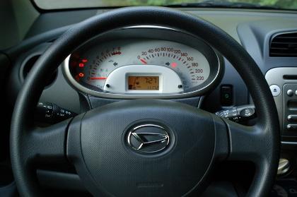 Daihatsu Sirion: Cockpit, Tacho, Lenkrad, steering wheel