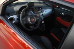 Neuer Fiat 500 Diesel: Cockpit, Lederlenkrad, Armaturenbrett