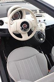 Fiat 500 Diesel: Innenraum, Cockpit, Lenkrad, hell