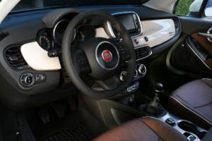 Fiat 500 X: Cockpit, Lenkrad, Armturenbrett