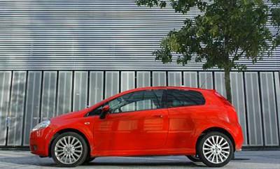 Fiat Grande Punto 1.4: Seitenansicht, von der Seite