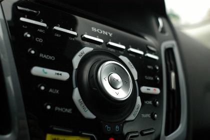 Ford Focus 1.0: innen, Mittelkonsole, interior, Sony