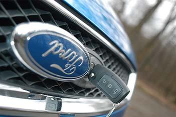 Ford Focus Diesel Test: Motorhaubenschloss, Pflaume