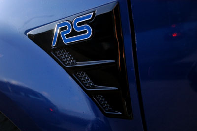 Ford Focus RS Testbericht: 305 PS, RS Emblem, Luftzufuhr