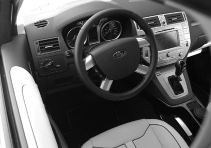 Ford Kuga Test: Cockpit, Lenkrad, Schaltung