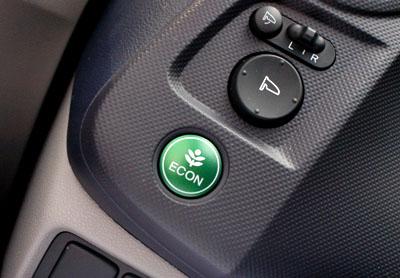 Honda Insight Hybrid: Sparen mit ECON Taste
