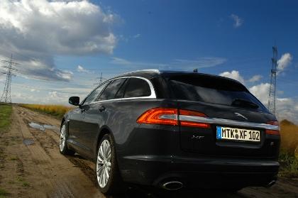 jaguar xf sportbrake 3 0 l v6 diesel s im test automobil. Black Bedroom Furniture Sets. Home Design Ideas