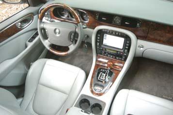 Jaguar XJ 3.5: Cockpit, Lenkrad, Armturenbrett