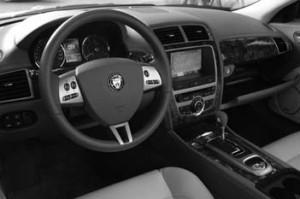 Jaguar XK Cabrio: Cockpit, Lenkrad, Armaturenbrett