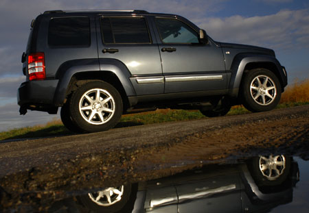 Jeep Cherokee: Karosserie, Seite