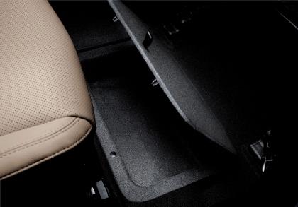 Kia Carens Diesel Test. Ablagen, Bodenfach, Fach