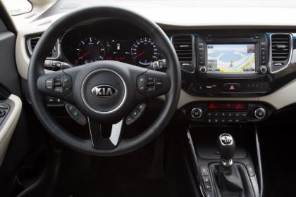 Kia Carens CRDi Diesel: Cockpit, Lenkrad