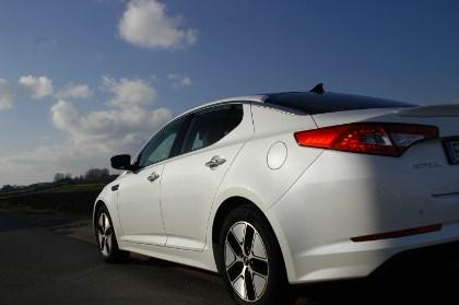 Kia Optima Hybrid Testbericht: hinten, Seite