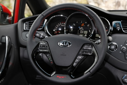 Kia Pro Ceed GT: Cockpit, Lenkrad, Instrumente