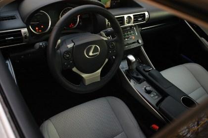 IS 300h im Test: Cockpit, Armaturenbrett