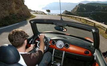 Mini Cabrio 2004: Cockpit, offen fahren