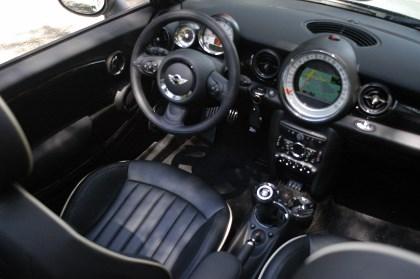 Mini Cooper Cabrio: Cockpit, Armaturen