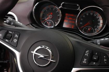 Opel Adam: Cockpit, Instrumente, Lenkrad