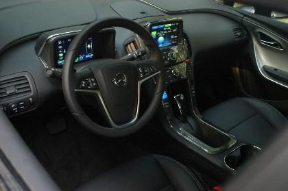 Opel Ampera: Cockpit, Armaturenbrett